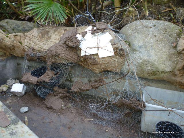 Mur v g tal exterieur en faux rochers pour bassin for Decor rocher piscine