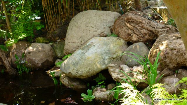 Etape 5 cascade artificielle resultat final cascade - Rocher decoratif pour jardin ...