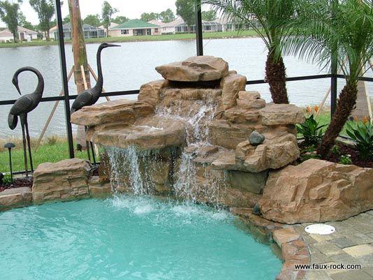 Faux rocher les constructions tranges 1 etrange faux for Decor rocher piscine
