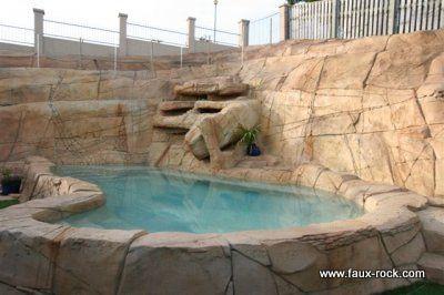 Faux rocher les constructions tranges 3 etrange faux for Decor rocher piscine