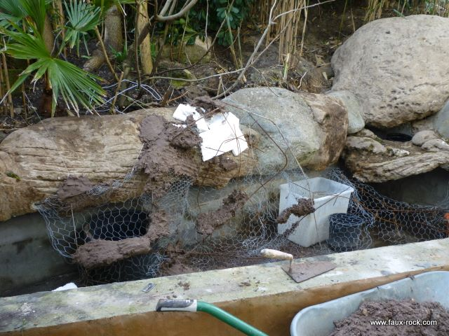 Etape 5 mur v g tal mise en place du second rocher faux rocher et mur v g - Construire mur vegetal exterieur ...
